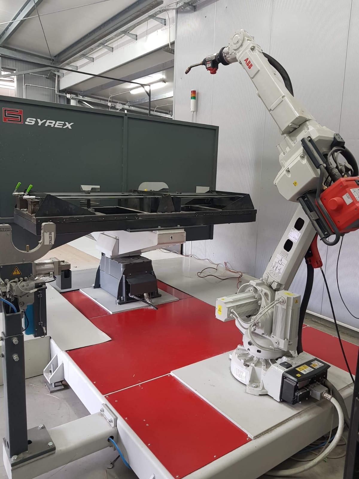 Ogromnie Robot do spawania | P.W. SYREX - maszyny, urządzenia, usługi, serwis. WY16